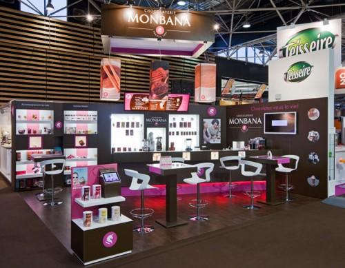 Ce stand évolue au gré des salons et la marque Monbana, a gagné en notoriété du fait de l'utilisation du concept sur 6 salons par an (Salon du Chocolat, Salon de la Franchise, Salon Snack et Sandwich, Sirha...)