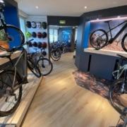 In'Pulsion signe un bel agencement de boutique pour le magasin Cycles Hors Cadre dans les Yvelines